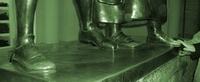 Die Schuhe von Mephisto und Dr. Faust in der Leipziger Mädlergasse